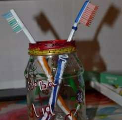 Подставка под зубные щетки