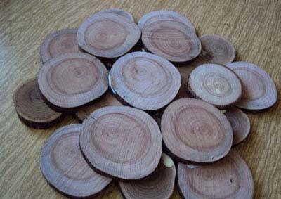 Поставка под горячее из древесных спилов