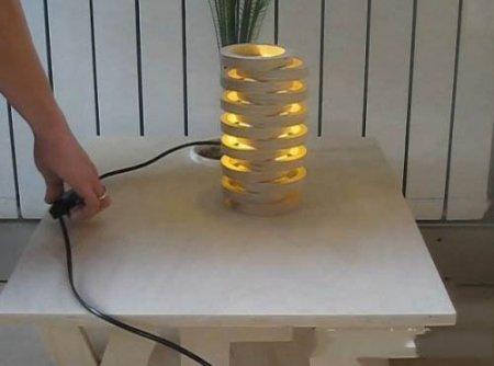Светильник из деревянных колец