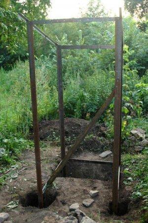 Летний туалет из остатков от предыдущих строительств
