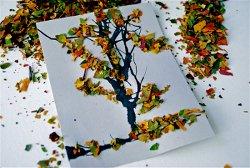 Поделка из мятых сухих листьев