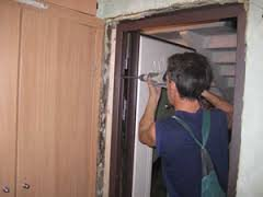 Как установить входную стальную дверь